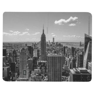 Foto negra y blanca del horizonte de New York City Cuadernos Grapados