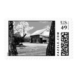 Foto negra y blanca del país rural de los graneros timbres postales