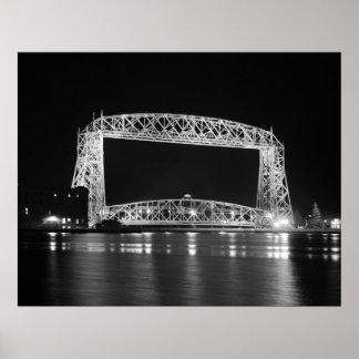Foto negra y blanca del puente de elevación aéreo impresiones