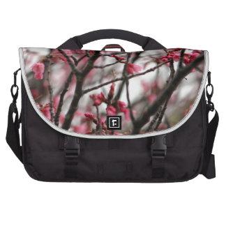 Foto original de la macro de las flores de cerezo bolsa para ordenador