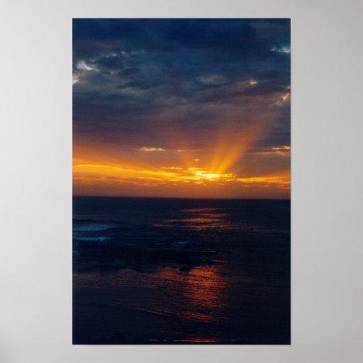 Foto oscura de la puesta del sol impresiones