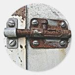 Foto oxidada de la cerradura del perno etiqueta redonda