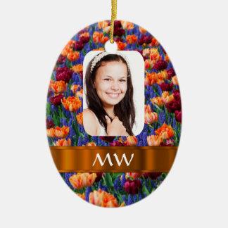 Foto personalizada tulipán anaranjado adorno navideño ovalado de cerámica