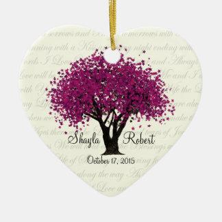 Foto púrpura del boda del árbol del ciruelo adorno navideño de cerámica en forma de corazón