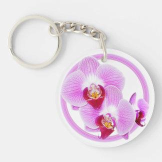 Foto radiante del primer de la orquídea con el mar llavero