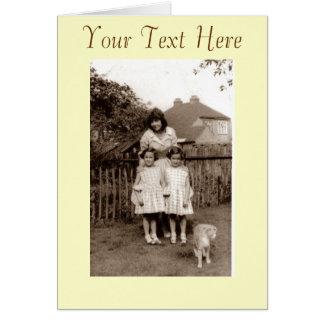 Foto retra vieja de los años 50 de gemelos lindos tarjeta pequeña