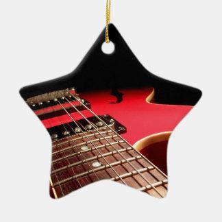 Foto roja brillante de la guitarra eléctrica ornamento para reyes magos