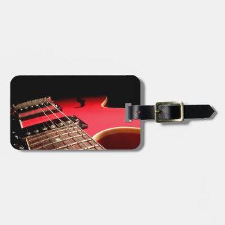 Foto roja brillante de la guitarra eléctrica etiqueta de equipaje
