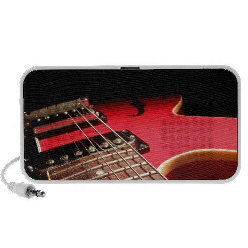 Foto roja brillante de la guitarra eléctrica mini altavoz