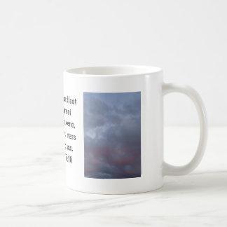 Foto rosada y gris de la nube antes de la tormenta taza básica blanca