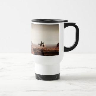 Foto solitaria del barranco del guardabosques taza de viaje