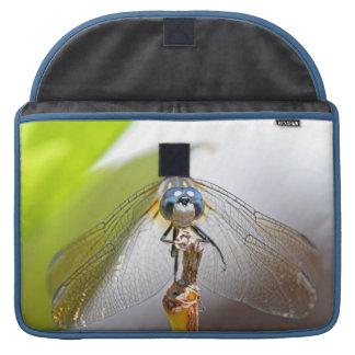 Foto sonriente de la macro de la libélula fundas macbook pro