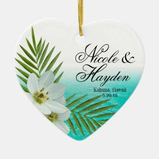 Foto tropical de las flores de la playa de la adorno navideño de cerámica en forma de corazón