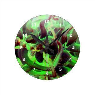 Foto verde roja del anenome del mar reloj redondo mediano