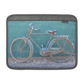 Foto vieja de la bicicleta fundas macbook air
