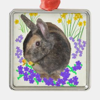 Foto y flores lindas del conejo adorno navideño cuadrado de metal