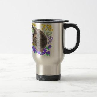 Foto y flores lindas del conejo taza térmica