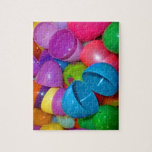 Fotografía abierta del azul el plástico de los hue puzzles con fotos