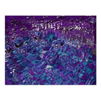 Fotografía abstracta azul y púrpura del agua postal