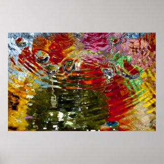 Fotografía abstracta de las aguas coloridas póster