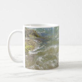 Fotografía abstracta del agua de las ondas taza de café
