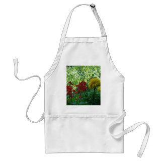 Fotografía al aire libre de las flores rojas y delantal