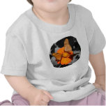 Fotografía anaranjada de las mariposas de la flor camisetas