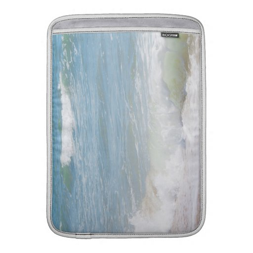 Fotografía azul de la playa del mar de las ondas p fundas macbook air