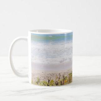 Fotografía azul de la playa del mar taza de café
