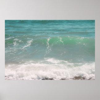 Fotografía azul de la playa del mar verde de las o póster