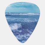Fotografía azul del cielo de las nubes de ondas de púa de guitarra