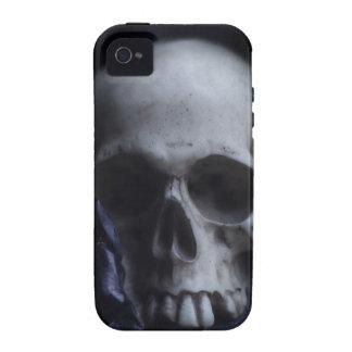 Fotografía blanca negra severa del cráneo humano f iPhone 4 fundas