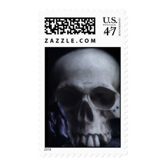 Fotografía blanca negra severa del cráneo humano timbre postal