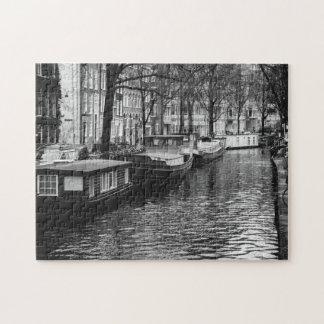Fotografía blanco y negro del canal de Amsterdam Rompecabeza Con Fotos