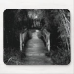 Fotografía blanco y negro del jardín secreto alfombrillas de ratón