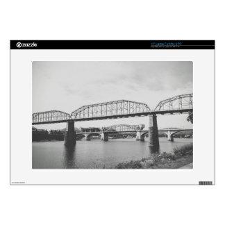 Fotografía blanco y negro del puente doble calcomanías para 38,1cm portátiles