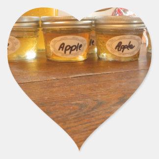 Fotografía de enlatado de la jalea de Apple Pegatina En Forma De Corazón