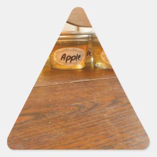 Fotografía de enlatado de la jalea de Apple Pegatina Triangular
