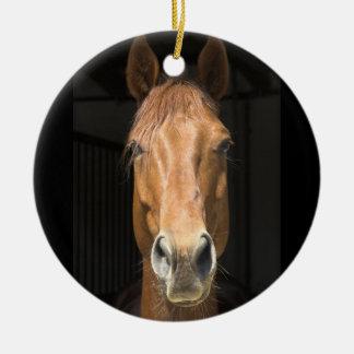 Fotografía de la cara del caballo adorno navideño redondo de cerámica