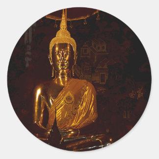 Fotografía de la estatua de Buda que se sienta Pegatina Redonda