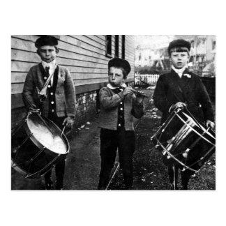Fotografía de los muchachos del batería del vintag postales