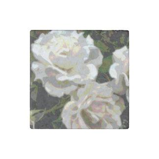 Fotografía de los rosas blancos imán de piedra