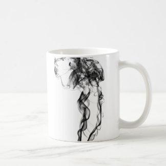 Fotografía del humo - taza negra