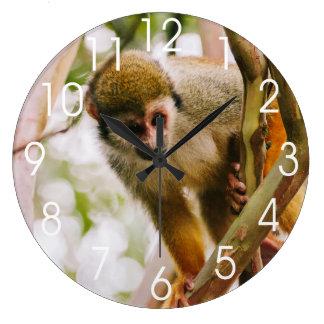 Fotografía del mono de ardilla reloj redondo grande