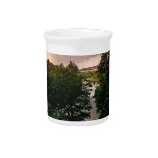 Fotografía del paisaje del lago forest de la jarra de beber