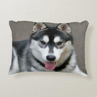Fotografía del perro del Malamute de Alaska Cojín Decorativo