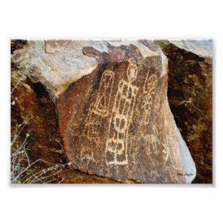 Fotografía del petroglifo del paso del árbol de na cojinete