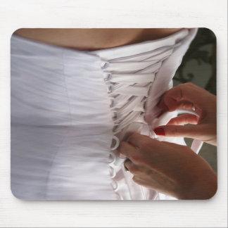 Fotografía del vestido de boda del cordón de la ma alfombrilla de ratones