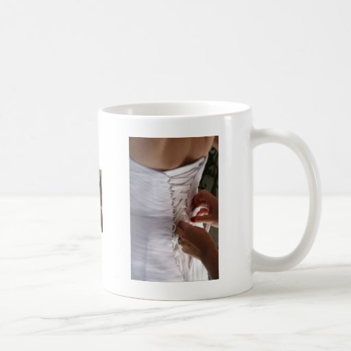Fotografía del vestido de boda del cordón de la ma taza de café