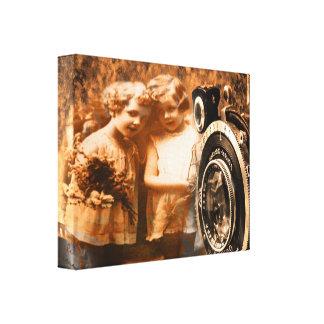 Fotografía del vintage de la presentación de dos lienzo envuelto para galerias